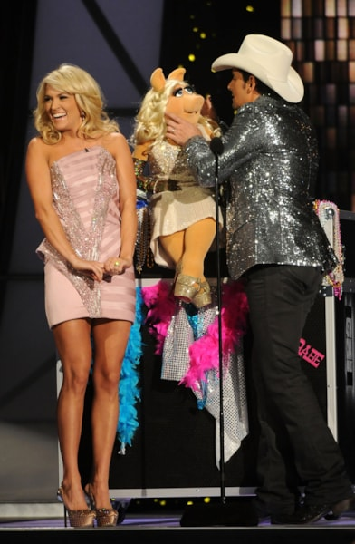 NASHVILLE, TN - NOVEMBER 09:  Hosts Carrie Underwood and Brad Paisley speak with Miss Piggy at the 45th annual CMA Awards at the Bridgestone Arena on November 9, 2011 in Nashville, Tennessee.  (Photo by Rick Diamond/Getty Images)