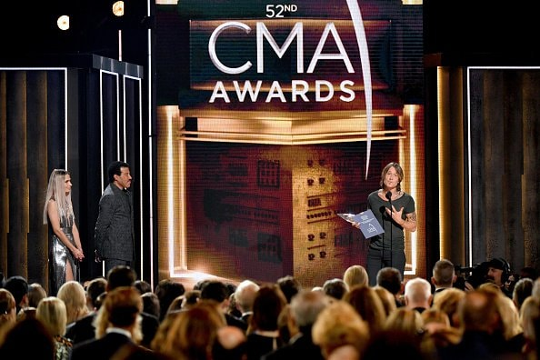 Singer-songwriter Keith Urban (R) accepts award onstage with  Singer-songwriter Lionel Richie during the 52nd annual CMA Awards at the Bridgestone Arena on November 14, 2018 in Nashville, Tennessee.  (Photo by Michael Loccisano/Getty Images)