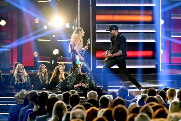 Lindsay Ell and Luke Bryan perform onstage during the 52nd annual CMA Awards at the Bridgestone Arena on November 14, 2018 in Nashville, Tennessee.  (Photo by Michael Loccisano/Getty Images)